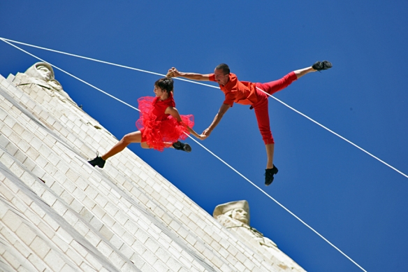 Bandaloop Duo on the Continental Life Building